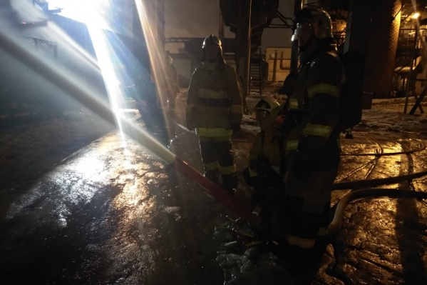 На месте происшествия работали несколько десятков пожарных