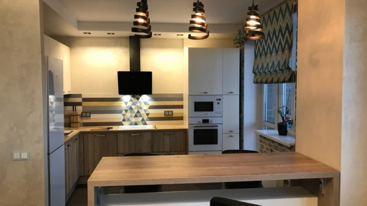Модная Скандинавия: дерево, кирпич и геометрия на контрастной кухне