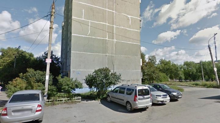 Челябинец заявил о краже сумки с двумя миллионами рублей во дворе гимназии