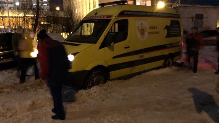 Нижегородские чиновники объяснили, почему скорая помощь застряла в снегу
