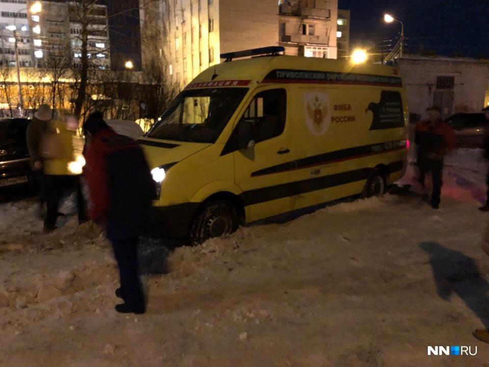 Из ответа чиновников складывается впечатление, что во всем виноват водитель скорой помощи, который поехал не там, где чистили