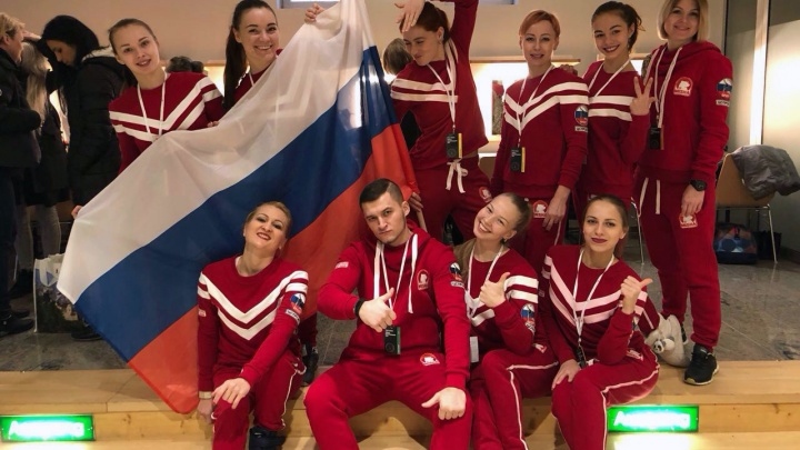 Сибирячка сшила форму для медалистки чемпионата мира по танцам на шесте