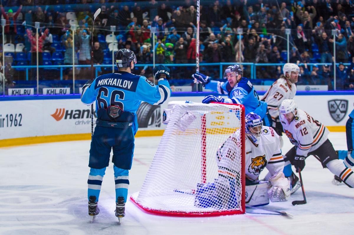 Последнюю шайбу новосибирцы пропустили за секунду до конца матча