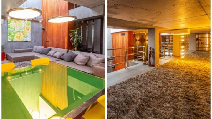 Три этажа за 35 миллионов: в Екатеринбурге продают шикарную квартиру со стеклянным потолком