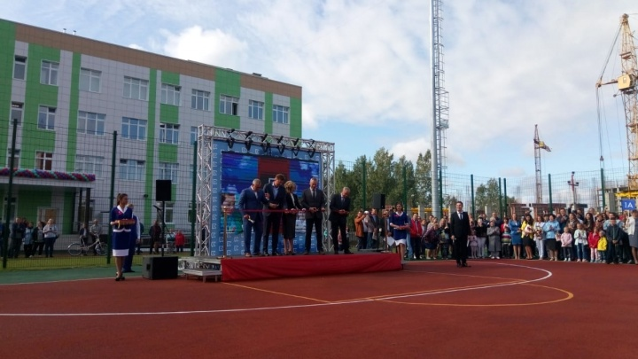 Гримёрки и вид на озеро из окна: в Новосибирске реконструировали школу (фото)