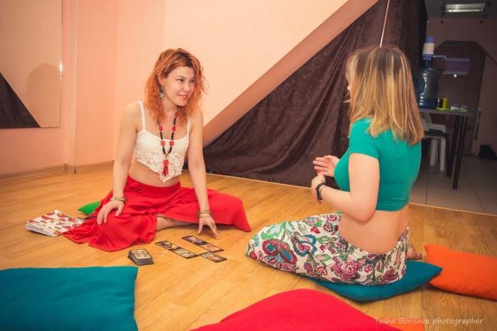 Ирина Бочарова умеет раскрывать сексуальность женщин при помощи танцев и карт