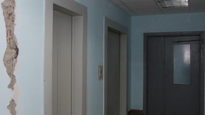Новосибирец получил условный срок за страшную смерть женщины в шахте лифта