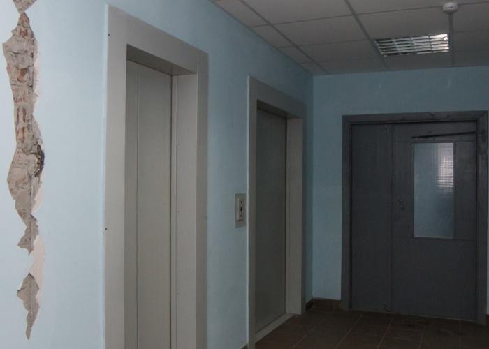 Женщина упала в шахту лифта с высоты 4-го этажа. Фото из архива НГС