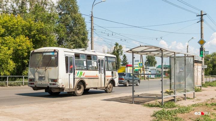 На Новокуйбышевском шоссе столкнулись автобус с 45 пассажирами и две легковушки