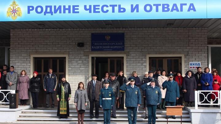 Руководитель кадетского корпуса обвинил депутатов в появлении в меню сушек с червями