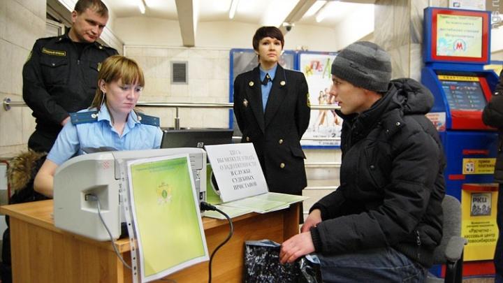 Даже под землёй найдут: новосибирцев проверят на долги в метро