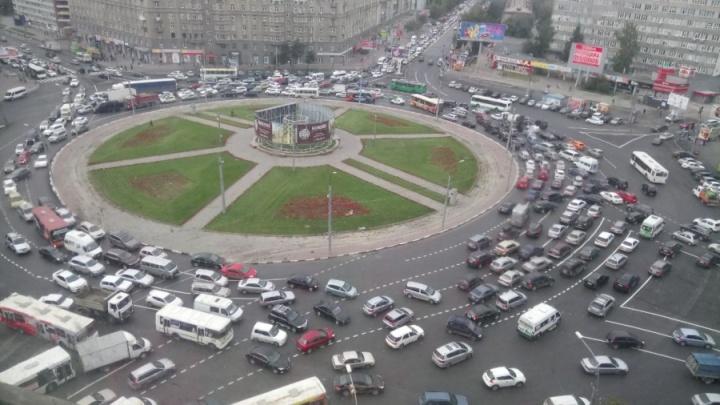 Теперь — как в Европе: в России изменились правила кругового движения