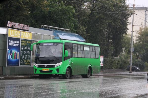 Автобус №033 ездит с Уралмаша до площади Кирова