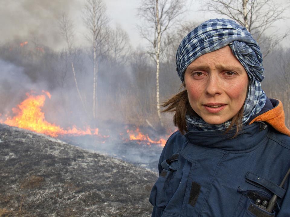 Дина Хитрова знает, что чаще всего пожары происходят из-за незатушенных костров и брошенных окурков