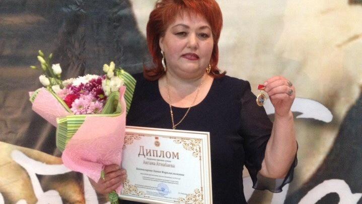 «Ты пришла ко мне радостной»: легендарную певицу Ханию Фархи наградили премией