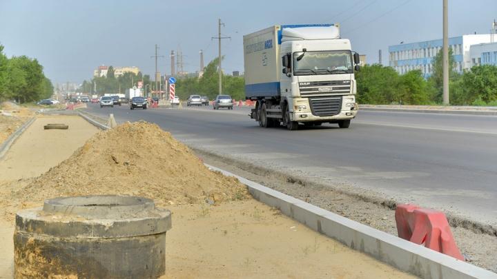 Дорогу на шоссе Авиаторов строили к ЧМ-2018 с дефектами из дешёвых материалов