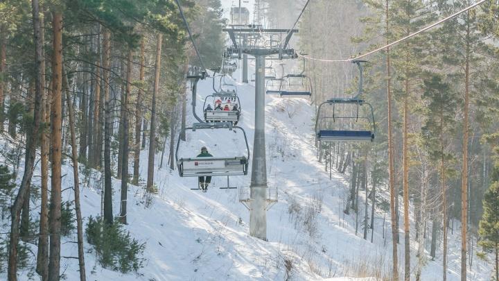 «Очередь начали занимать с 7 утра»: в Бобровом логу открылся горнолыжный сезон