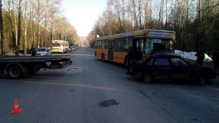 Стало плохо за рулем. В Соликамске в ДТП с автобусом погиб водитель «Лады»