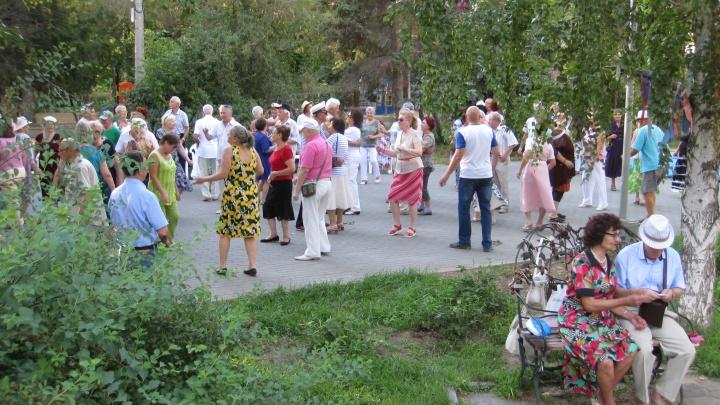 Вальс, танго и Пугачева: волгоградцев зовут на советскую дискотеку под открытым небом
