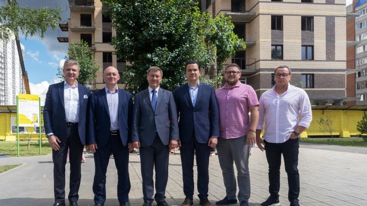 В новом сквере ЖК «Грибоедов»побывали первые лица города