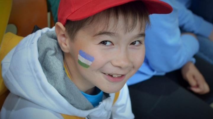 Сборная России по футболу подарила мальчику из Башкирии велосипед