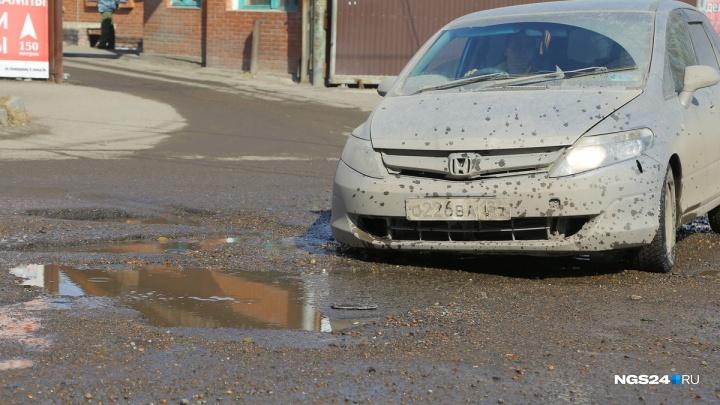 Сверху виднее: показываем, как водители ездят по самой разбитой улице Красноярска