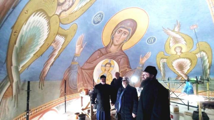 Волгоградский митрополит посмотрел роспись Александро-Невского собора