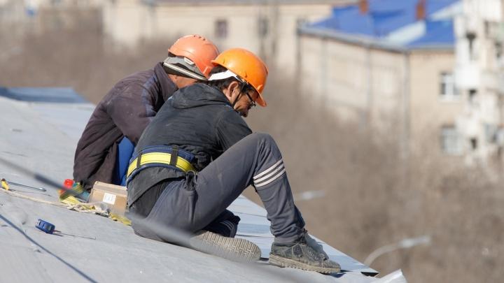 Второй случай подряд: в Волгограде на улице Писемского упал с крыши и погиб 56-летний рабочий