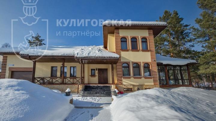 Под Екатеринбургом выставили на продажу дом в итальянском стиле XVI века