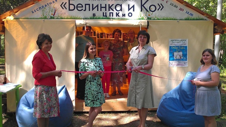 Читаем под деревьями: библиотека Белинского откроет филиал в парке Маяковского