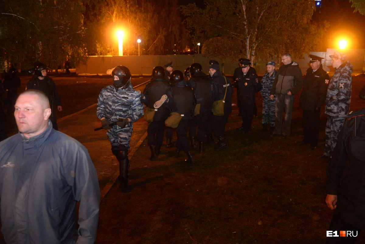 В Екатеринбурге прошла самая жестокая из трёх акций в защиту сквера: коротко о том, как это было