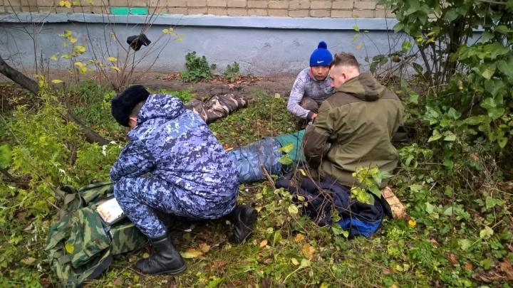 «На крики прибежали военные»: в Ярославле рабочий упал с крыши пятиэтажки