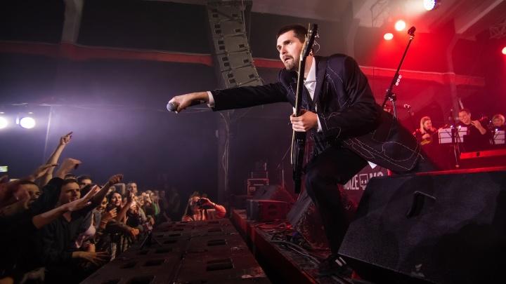 «С оркестром классно»: Noize MC выступил в Ростове под народные инструменты