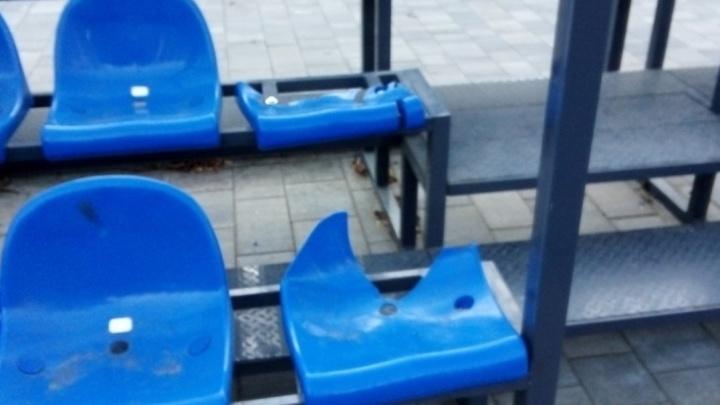 Сломали спортплощадку: в отремонтированный сквер Фадеева наведались вандалы