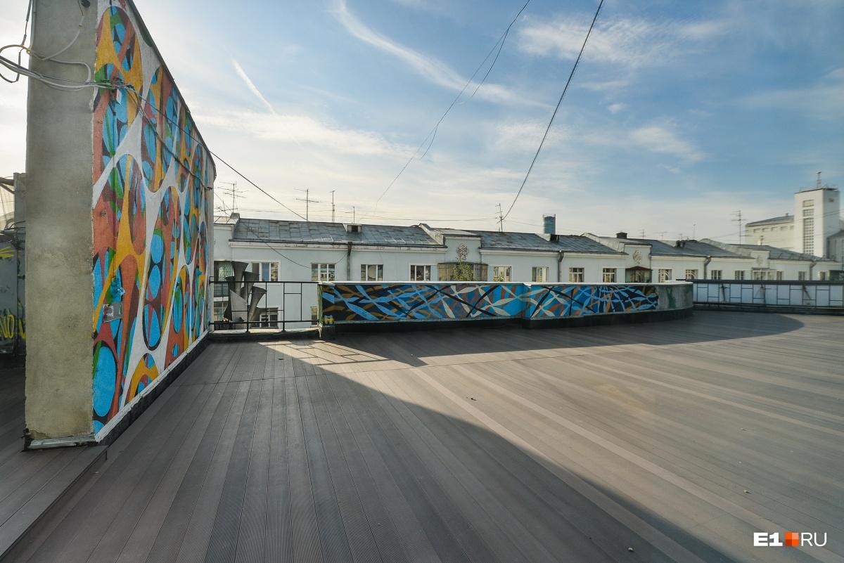 Крышу-террасу тоже могут сдавать, но об этом с арендаторами будут договариваться отдельно