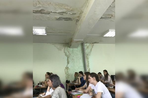 Студенты вынуждены получать знания не в самых комфортных условиях