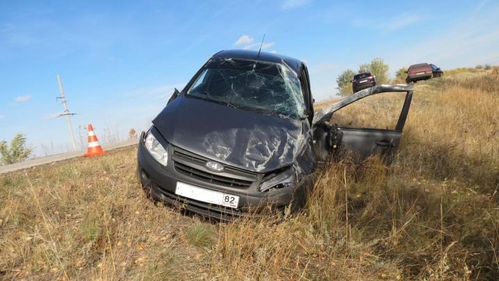 Пассажир скончался на месте: в Самарской области «Лада-Гранта» перевернулась в кювет