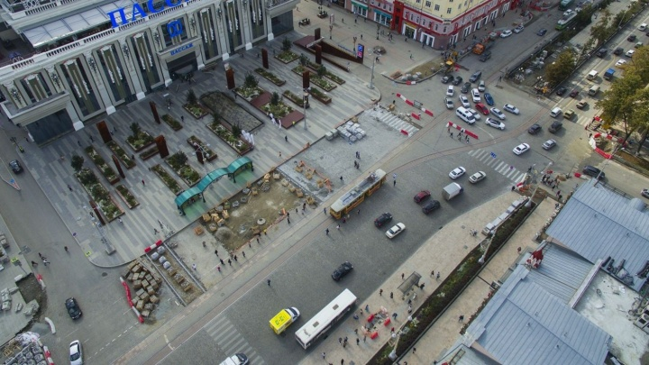 В мэрии назвали кривой пешеходный переход на площади 1905 года нормальным