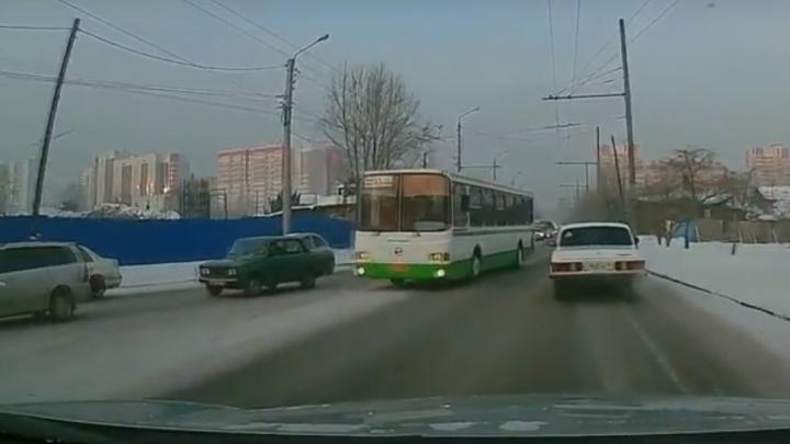 Водителя автобуса оштрафовали за проезд по встречке после видео во «ВКонтакте»