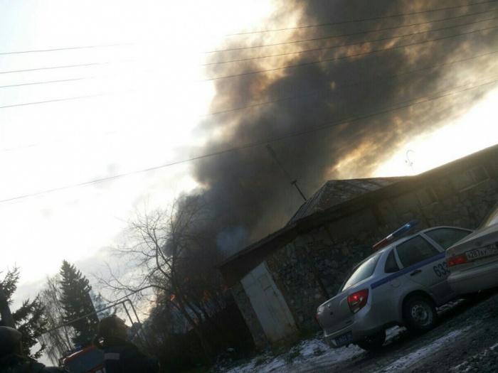 Пожар начался в 14:11