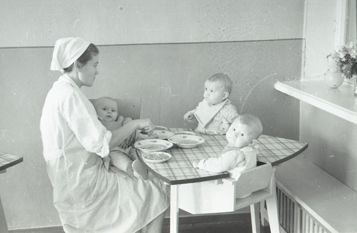 В ясли детей брали с двухмесячного возраста
