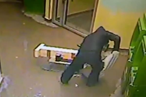 Мужчина не успел взломать банкомат