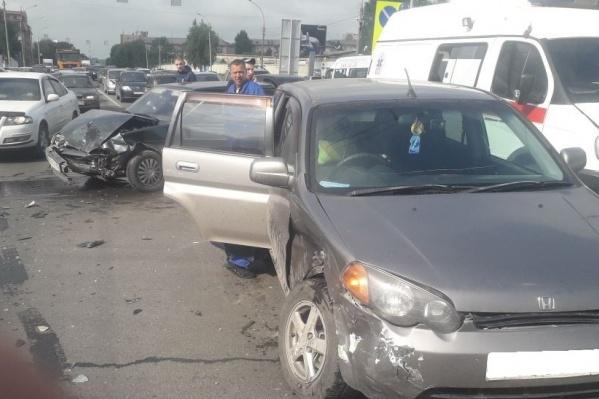 Авария произошла на пересечении Ватутина и Немировича-Данченко