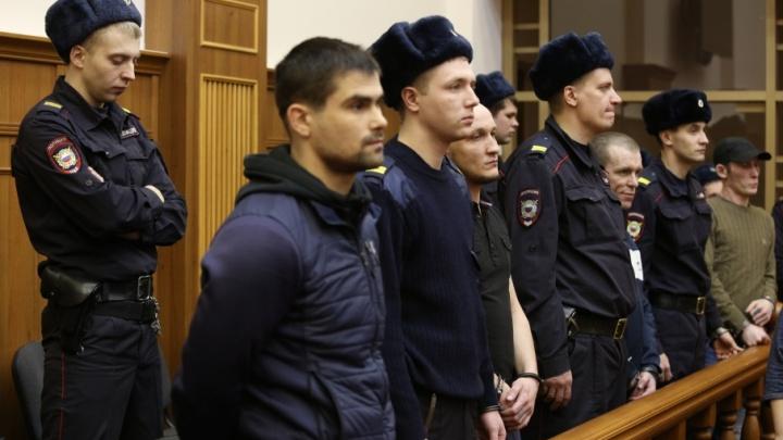 «Охраняют спецназ и полиция»: зачинщикам бунта в копейской колонии начали оглашать приговор
