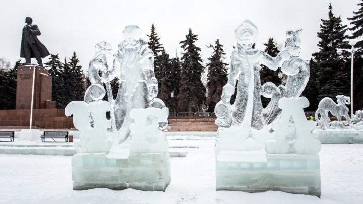 В главном ледовом городке Челябинска из-за потепления снесут все фигуры