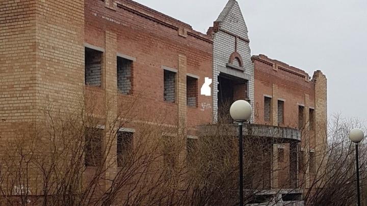 Местные власти планируют снестидвухэтажный долгострой на Войновке