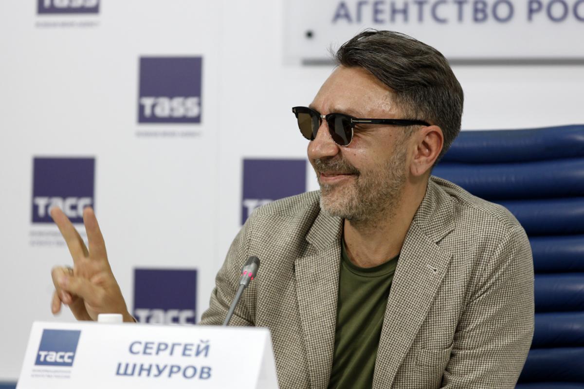 Сергей Шнуров поддержал своего коллегу по цеху матными стихами