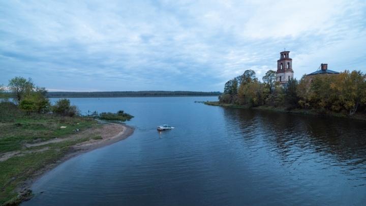 В Ярославской области у рыбака уплыла машина, пока он ловил сомов