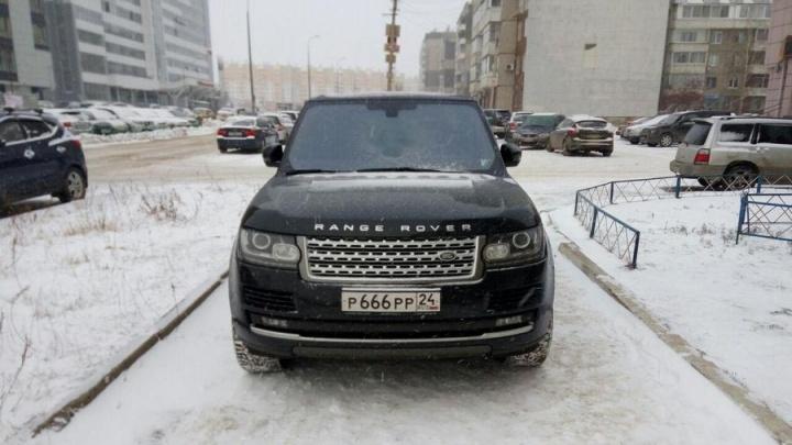 «Я паркуюсь как…»: новогоднее нашествие автохамов