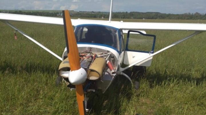 На поле в Башкирии экстренно сел легкомоторный самолет